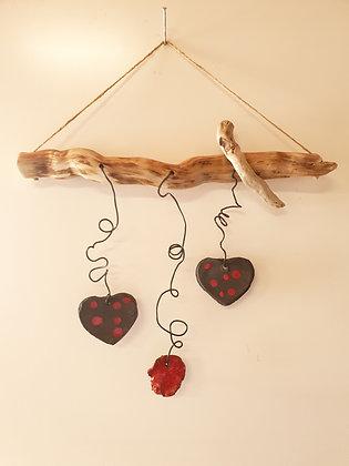 Mobile céramiques cœur et bois flotté