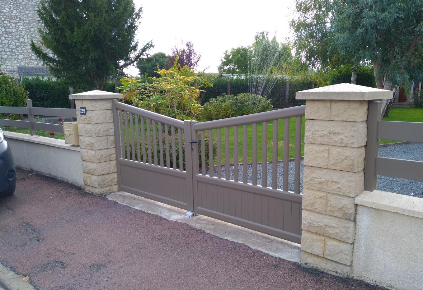 Portail battant avec clôture à Saumur