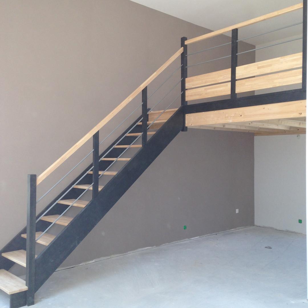 Escalier bois avec rampant et garde corp étage à Saumur