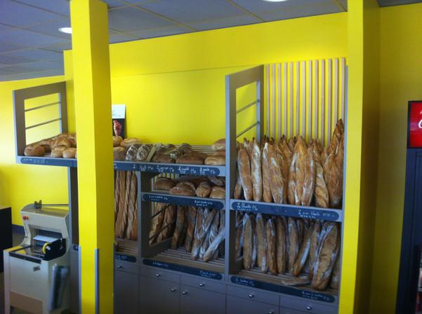 """Rayonnage de la boulangerie """"Le petit Pain Gourmand"""" à Angers"""