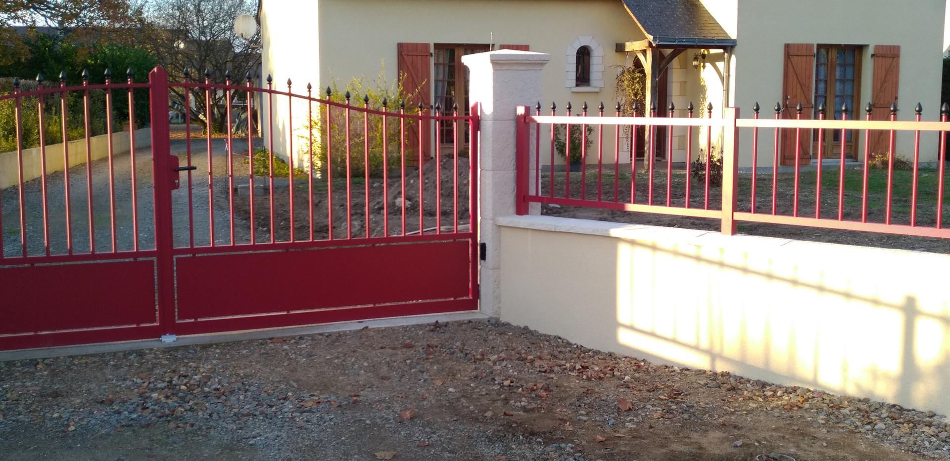 Portail / clôture à Vivy