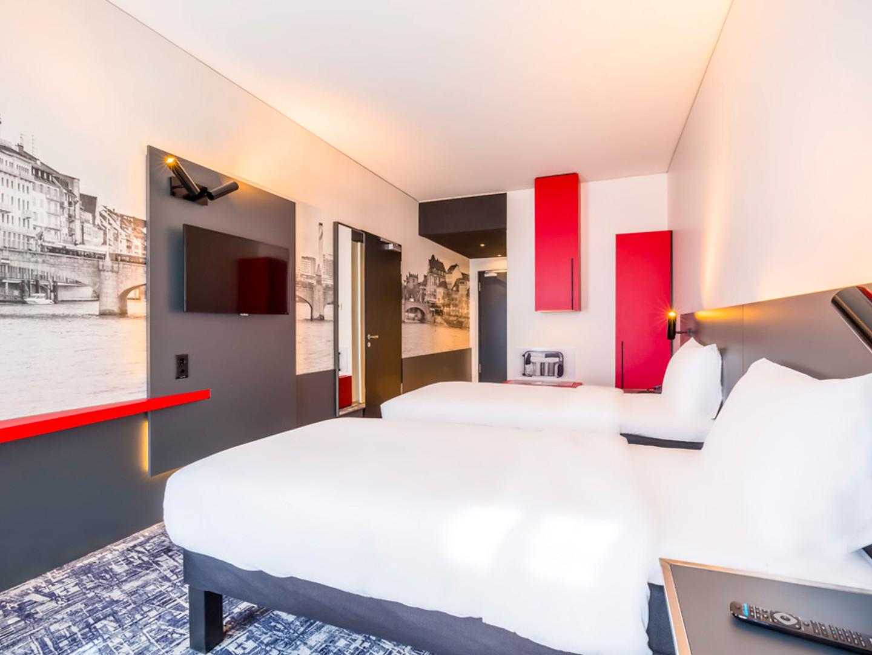 Pose de mobilier pour Hôtel IBIS France
