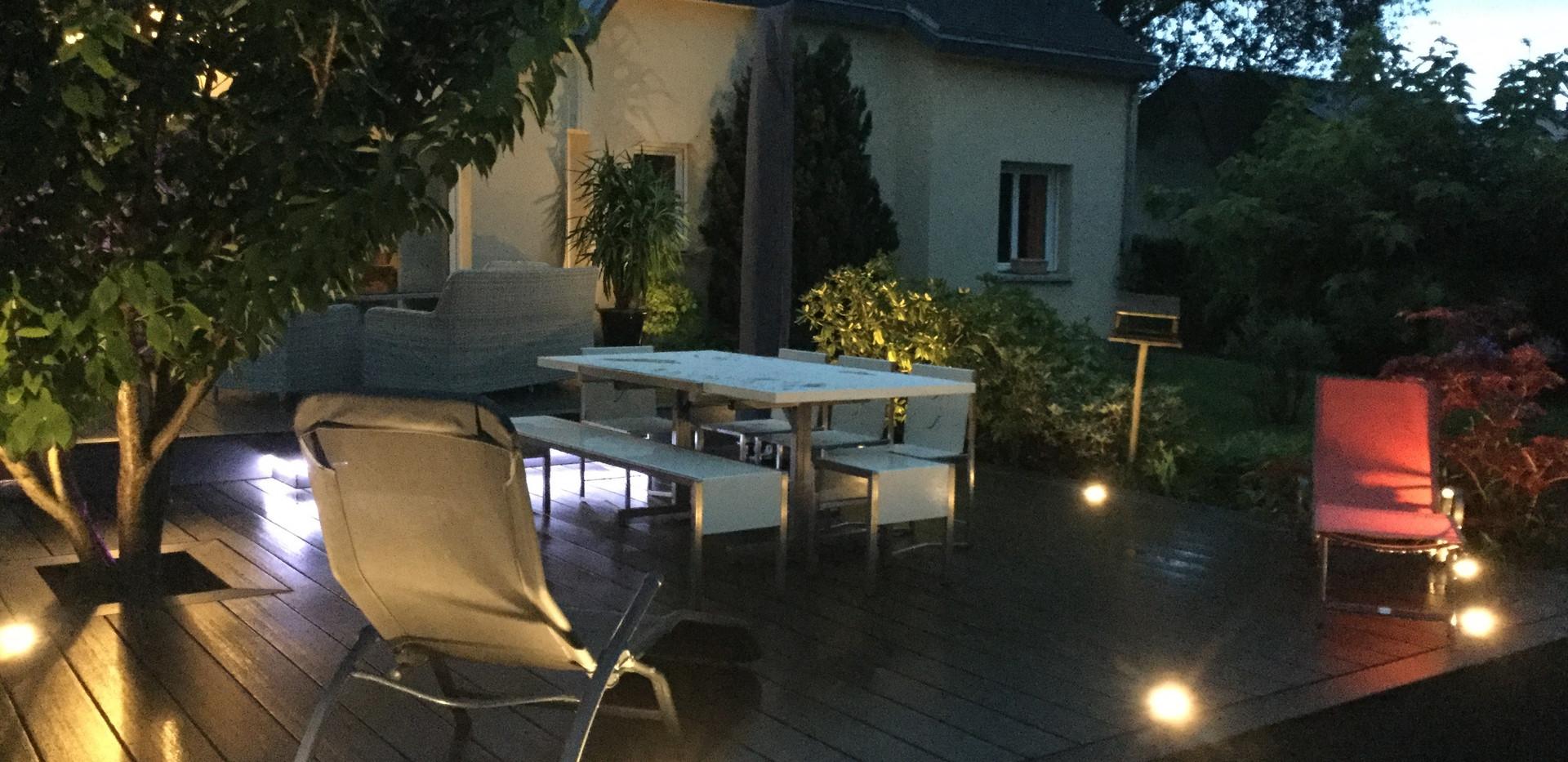 Terrasse composite avec éclairage