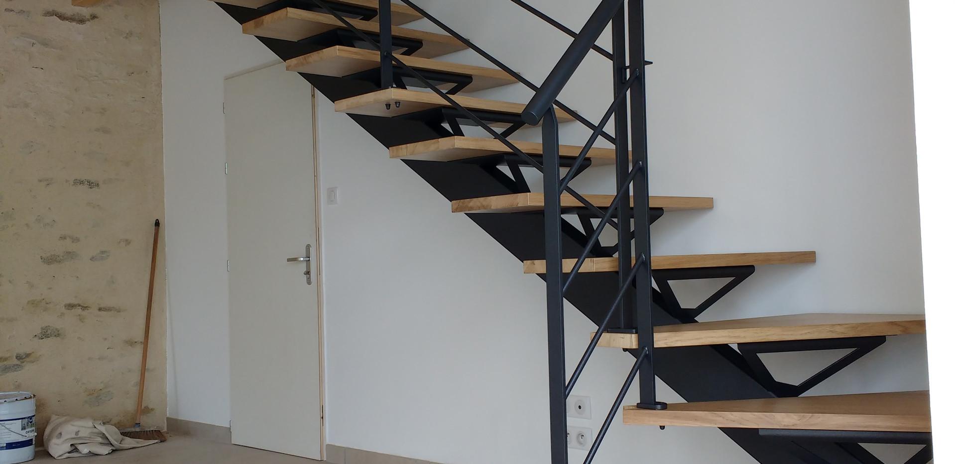 Escalier bois / métal avec limon centrale