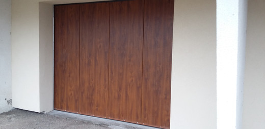 Porte de garage sectionnel latéral