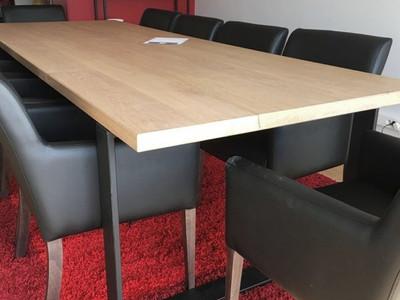 Perspective de la table de réunion avec