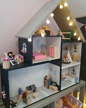 avant après Décoratrice Rouen DIY Maison de poupée en caisse de vin
