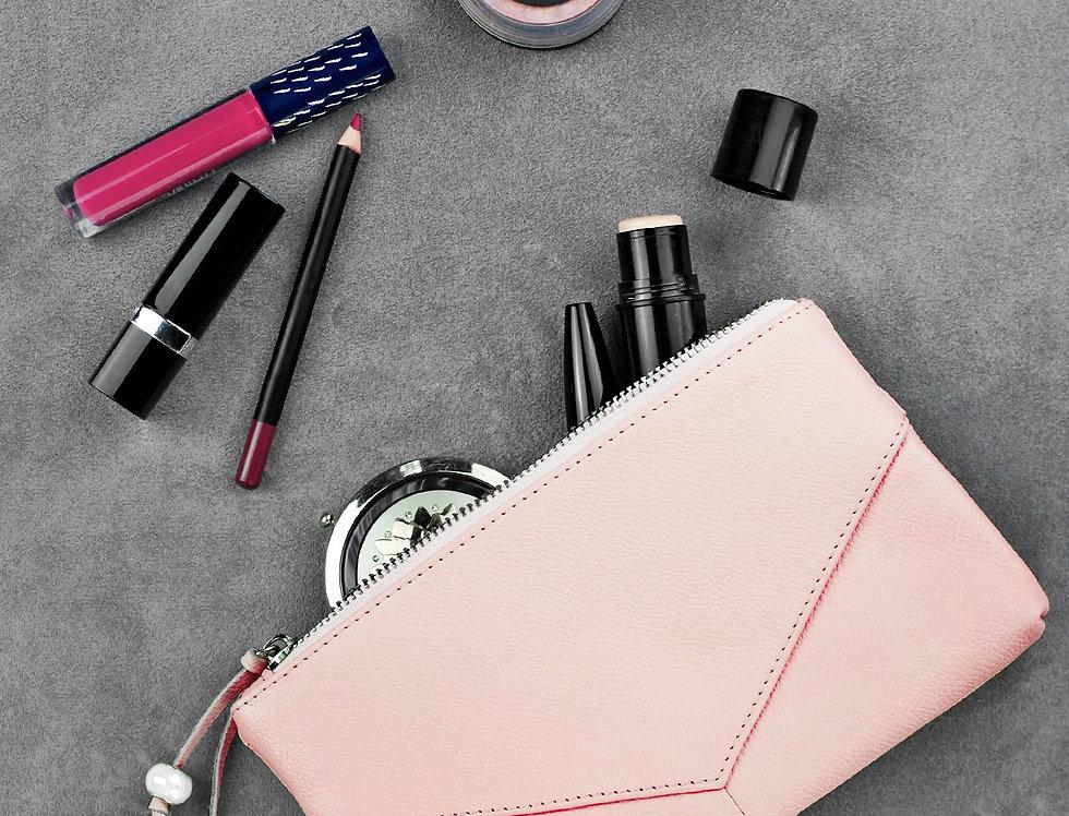 Дизайнерская женская кожаная косметичка ручной работы в розовом цвете
