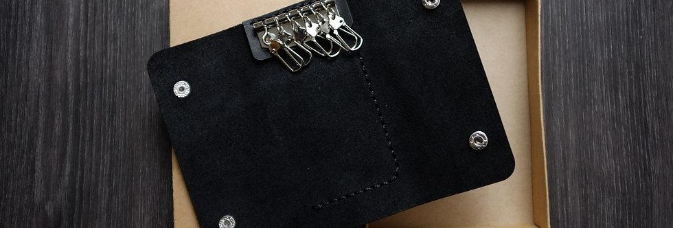 Кожаная ключница ручной работы черного цвета