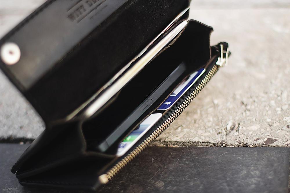 Double Snap long wallet - клатч, вмещающий в себя телефон