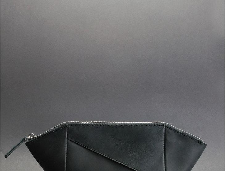 Дизайнерская женская кожаная косметичка ручной работы в черном цвете