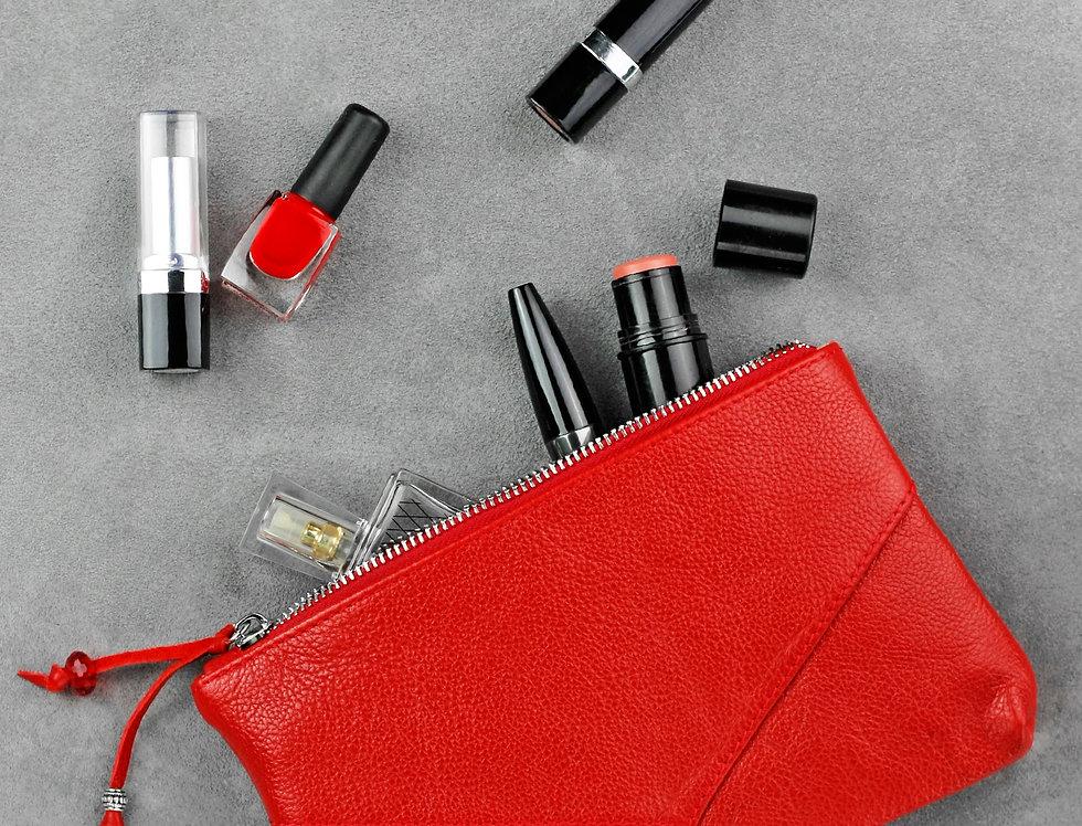 Дизайнерская женская кожаная косметичка ручной работы в красном цвете