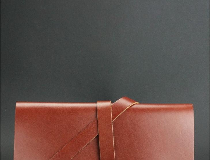Женский кожаный тревелбук ручной работы коричневого цвета