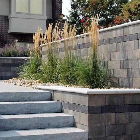 backyard-landscaping-ideas-retaining-wal