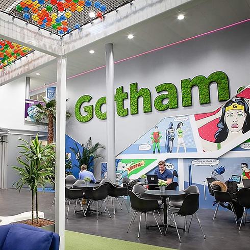 Photo d'un logo végétal installé dans les bureaux d'une entreprise Suisse