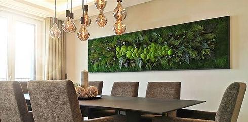 Photo d'un tableau végétal naturel stabilisé dans le salon d'une maison en Suisse