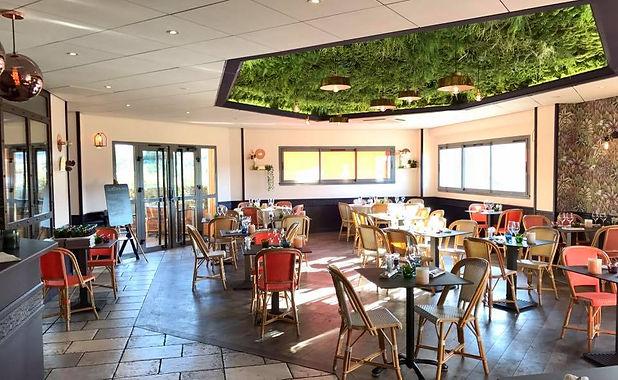 Photo d'un plafond végétal accoustique proposé par Végétal Tendance en Suisse
