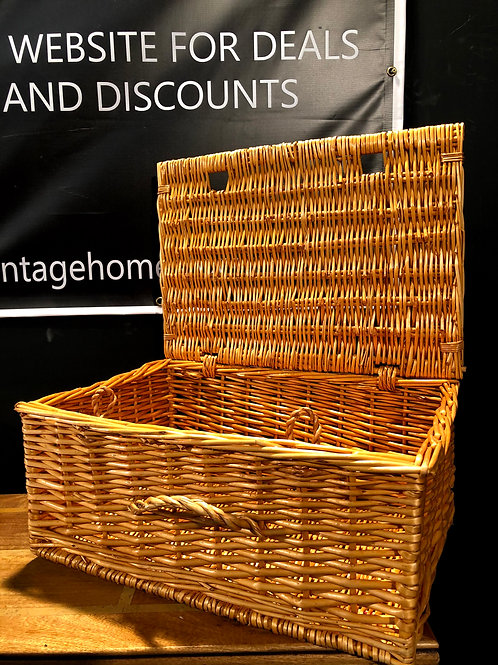 Ex Showhome - Wicker Picnic Basket (a)