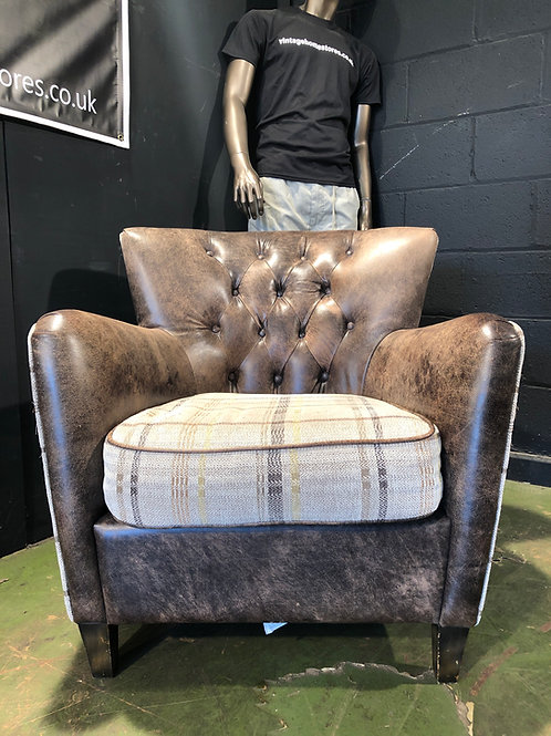 Bay Leather Republic Chesterfield Chair