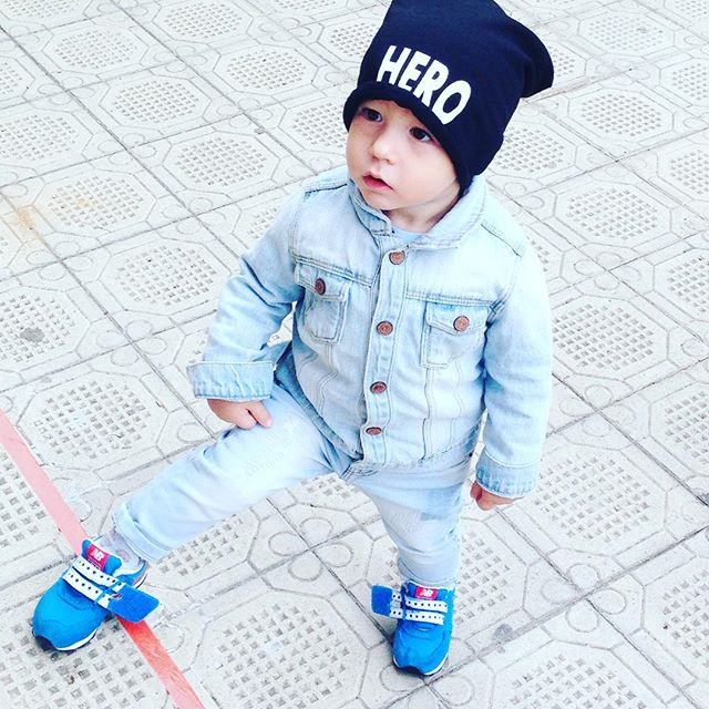 Instagram - Ma si puo' andare in giro con le scarpe slacciate???!!!guai a chi gl