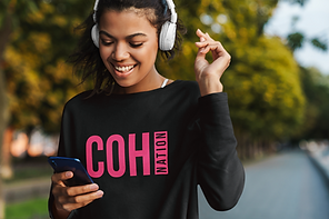 sweatshirt-mockup-featuring-a-young-woma