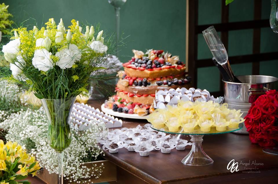 Docinhos variados e Naked Cake