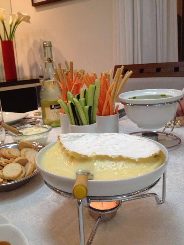 Queijo Brie no fogareiro
