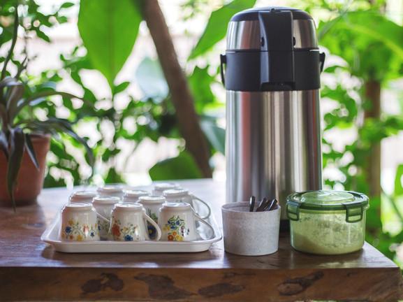 Café gratuito y recarga de agua