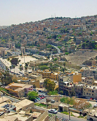 1024px-View_of_Amman_and_amphitheatre_fr