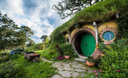 bag-end-hobbiton-movie-set-matamata-nz.j
