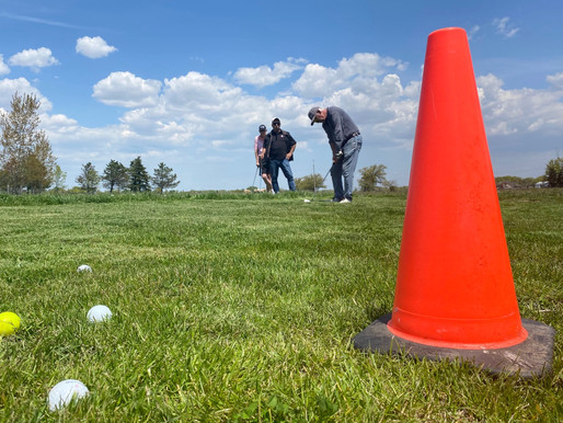 Makeshift golf courses spring up as frustration mounts over provincial government ban