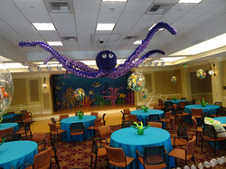 Octopus made with 1300 balloons