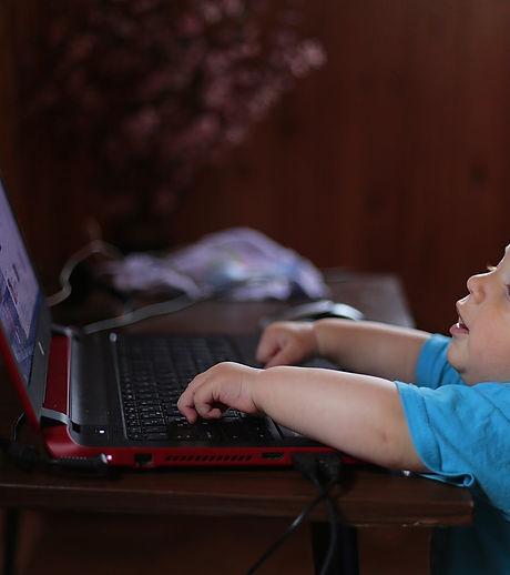 kid-notebook-computer-learns-159533.jpeg