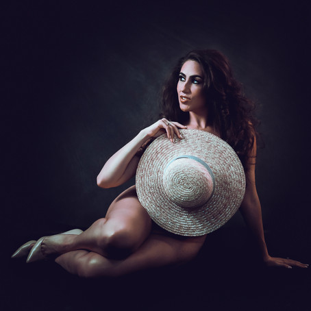 (18+) Boudoir Hat Session