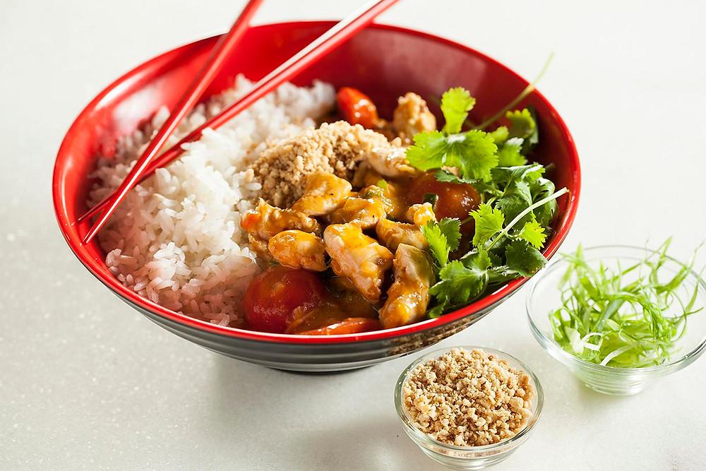 עוף בקארי אדום בתוספת אורז.jpg