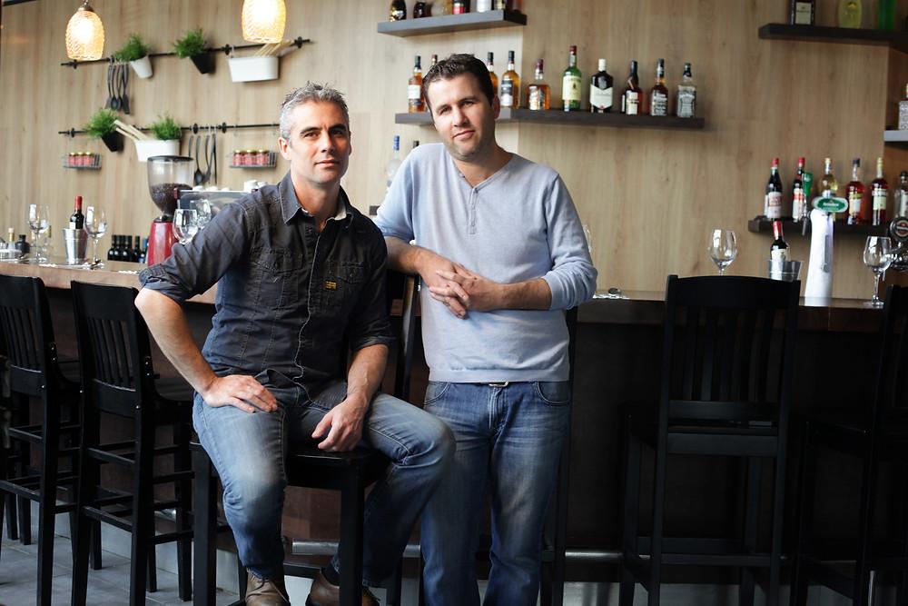 מסעדת פוסטו פיגו מתחם טיב טעם בצילום  מימין גיא לורן והשף דורון לורן צלם עמי סינ