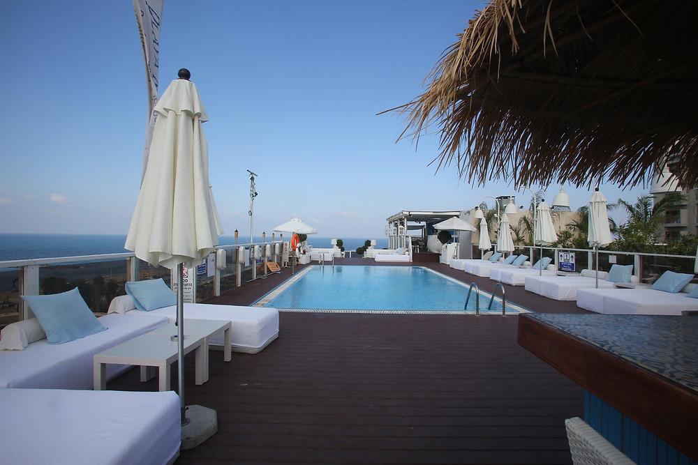 בריכה- גג מלון מרינה.jpg