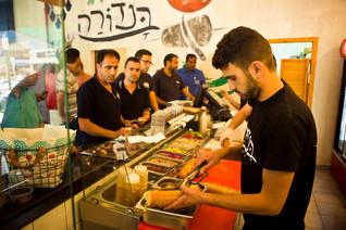 """בנדורה – מסעדת """"דונר"""" טורקי-ירדני, אבל בנוסח ישראלי"""