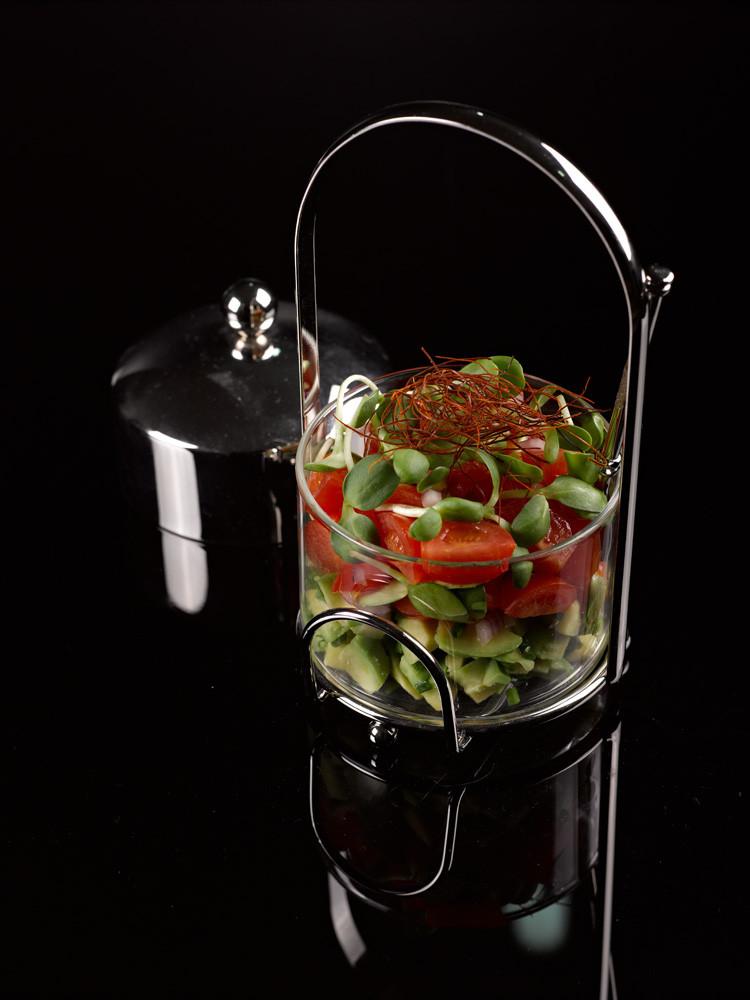 סלסת אבוקדו ועגבניותשרי מירי זורגר צילום שלומי ברנטל.jpg