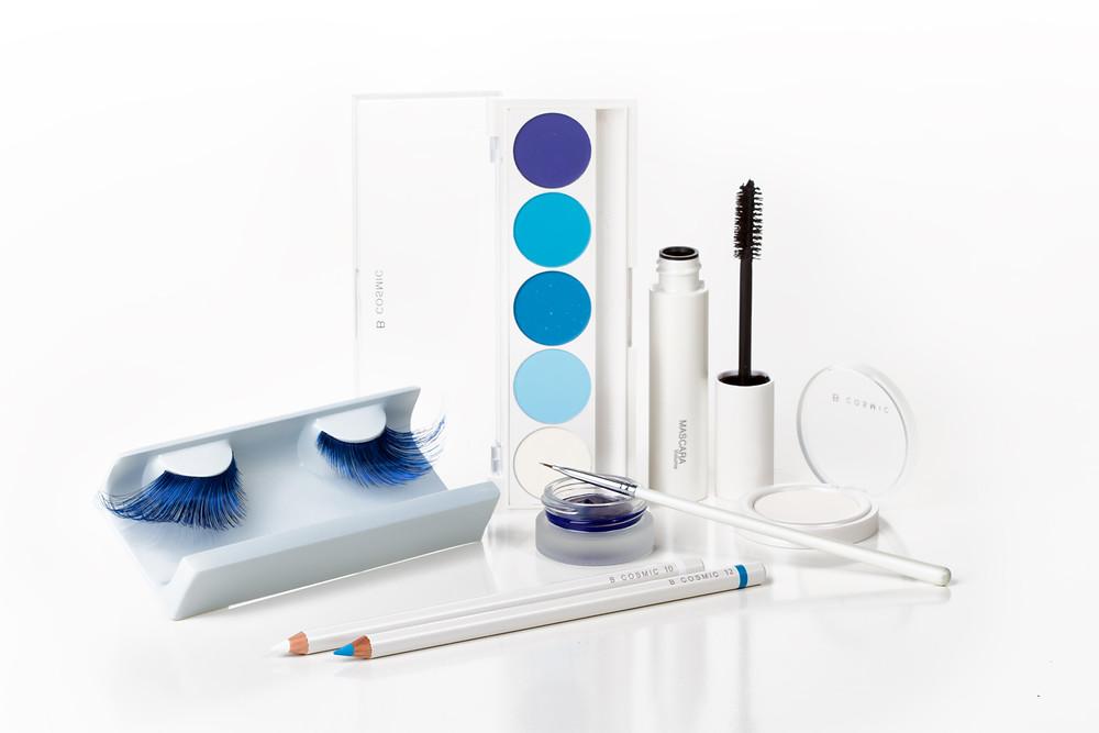 מוצרי איפור בגווני כחול לבן.jpg
