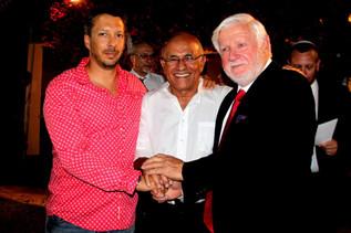 שמואל שלזינגר עורך בגאווה את המסיבה המסורתית של יום העצמאות 2014