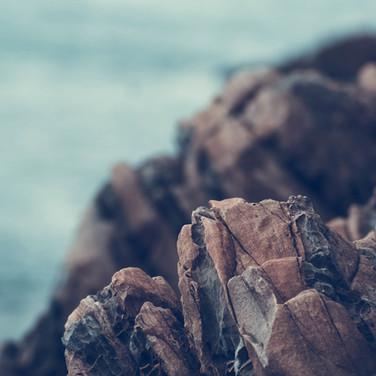 Rochas na costa