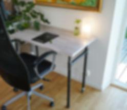 Skrivbord med hjul-1.jpg