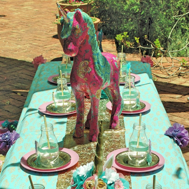 unicorn long table _Fotor auto_edited.jp