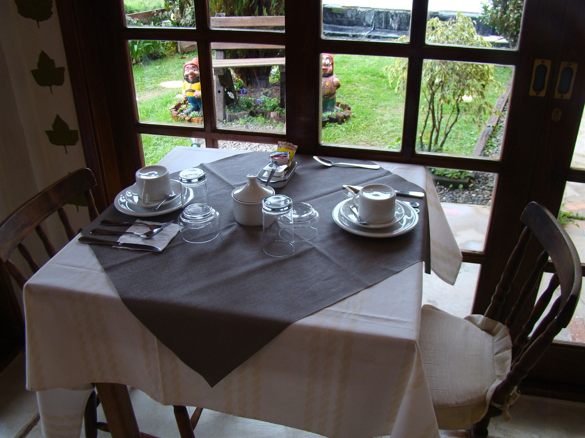 AH-Café+Colonial+05