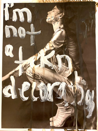 """""""I´m not a fck decoration"""", Serie draw the line"""