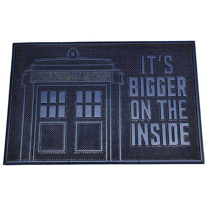 "Doctor Who. Felpudo de caucho ""It´s bigger on the inside"" 60x40"