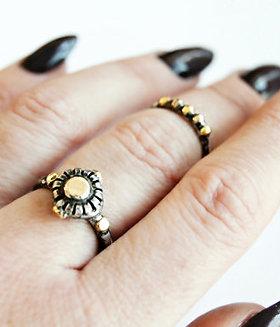 Nona Signet Ring