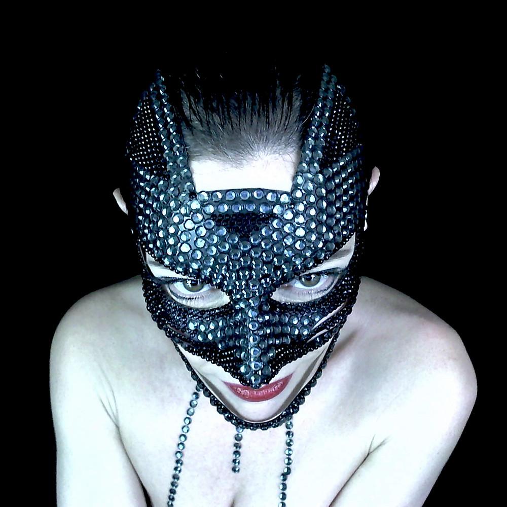 donna con maschera, maschera fetish, maschera gioiello, maschera sexy, black diamond, fashion photo