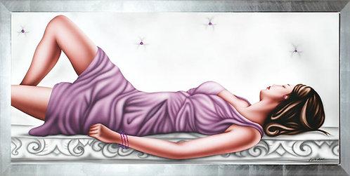 quadro moderno donna distesa in abito viola